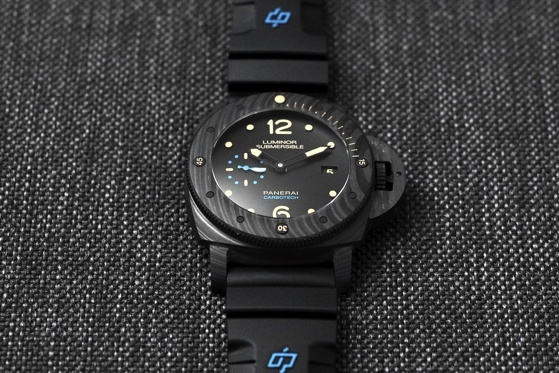 Panerai-Luminor-Submersible-1950-Carbotech-WatchTime-13